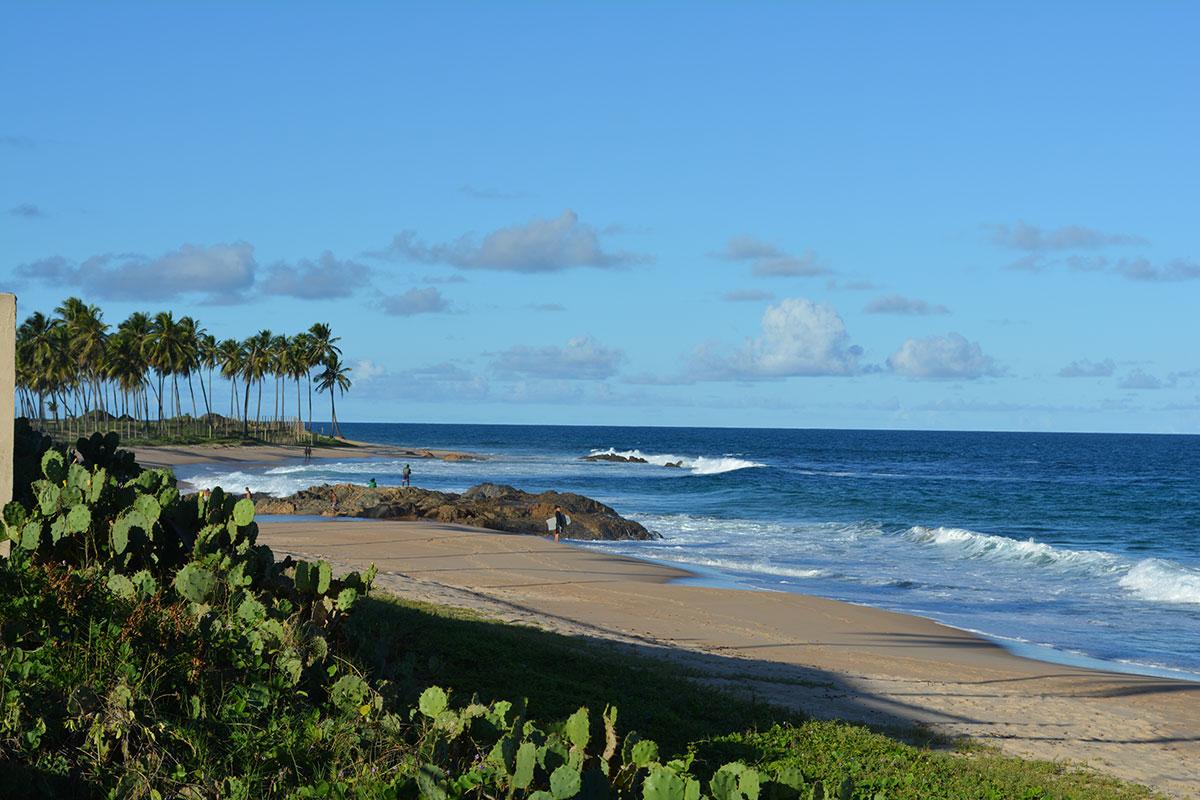 Praia de Itapuã às margens do Catussaba Resort