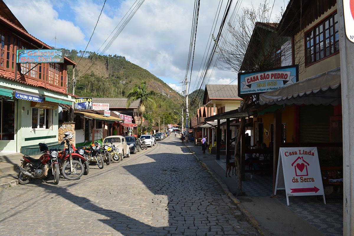 Rua comercial em São Pedro da Serra