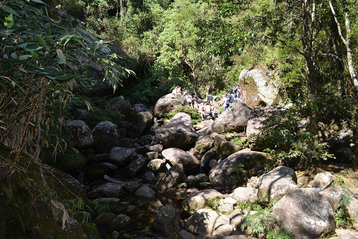 Entrada da Cachoeira. Foi necessário caminhar entre as pedras.